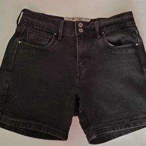 LEVI'S midi length high waisted faded denim shorts